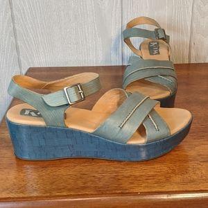 Korks kork-ease blue strappy wedge sandald sz 8